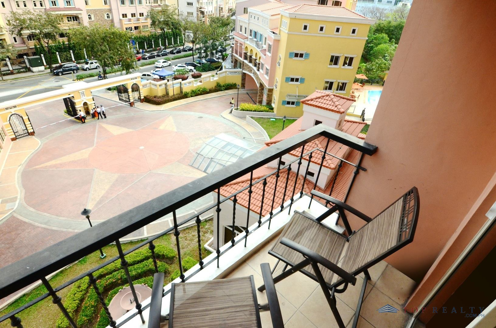 Classy one bedroom loft condo unit with greenery view for for Private estates for sale